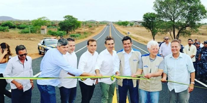 Rodovia inaugurada, sonho realizado.